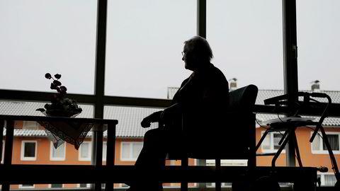 Mange mennesker, både eldre og yngre, opplever ensomhet. Det er et så stort problem at den britiske statsministeren Theresa May har opprettet en egen ministerpost for å ta tak i problemet. Illustrasjonsfoto: Frank May / NTB scanpix