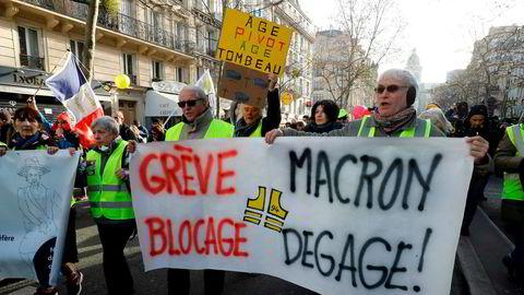 «De gule vestene» i protest mot president Emmanuel Macron og hans pensjonsreform i Paris i forrige uke. 2019 ble protestenes år.
