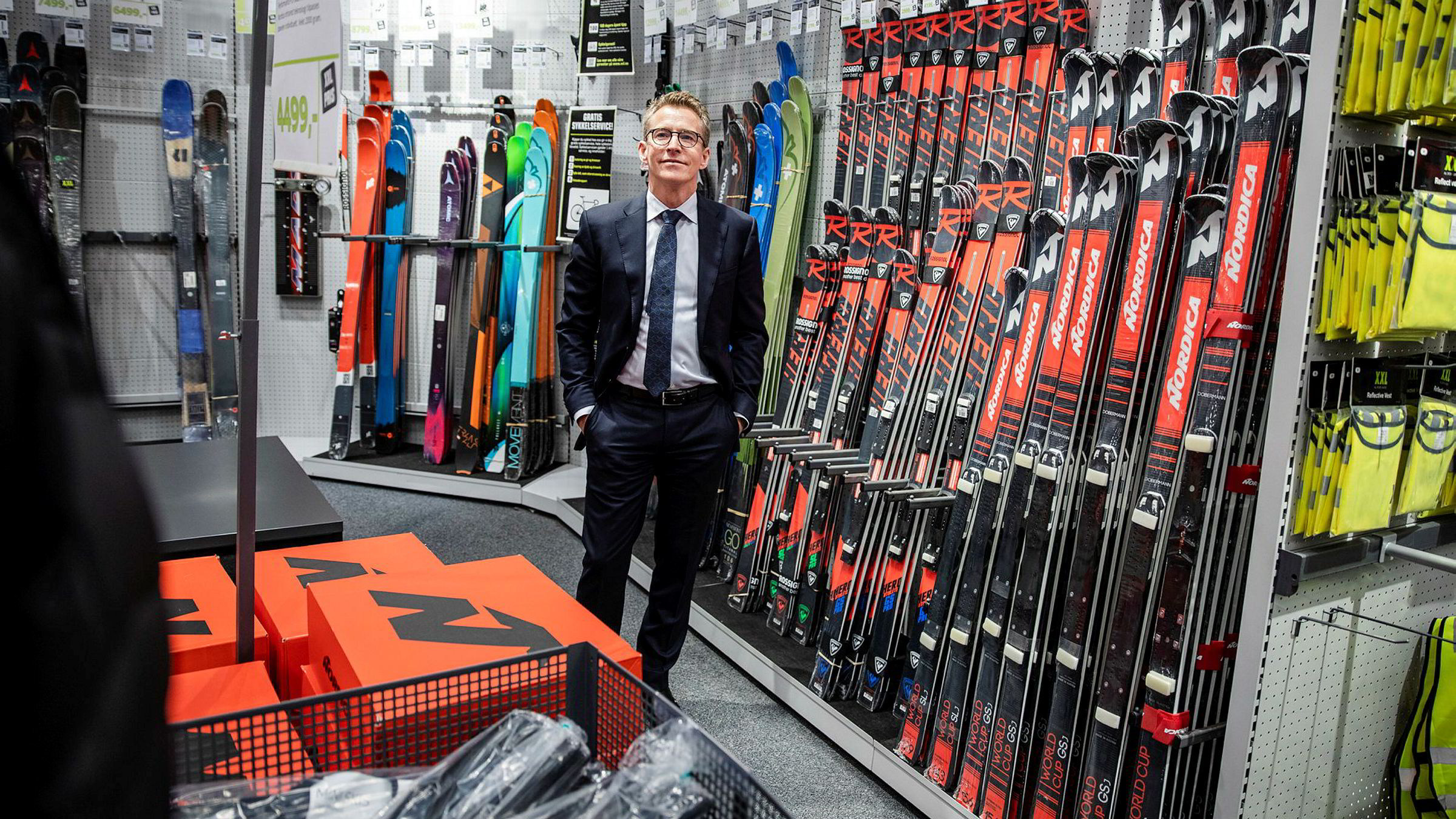 Den nye styrelederen Hugo Maurstad har startet opprydningen i XXL. Første store ryddejobb er på lageret.
