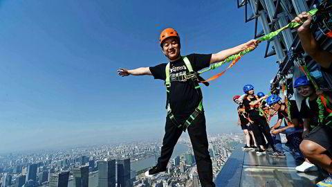 I Shanghai, en av byene der turisme oppleves som mest påtrengende, frister det kanskje mest med en høytsvevende spasertur i 88. etasje i Jinmao Tower.