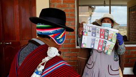 Resultatet fra valget på ny nasjonalforsamling i Bolivia er trolig ikke klart på flere dager, og landets interimspresident ber folk være tålmodige og unngå voldsbruk.