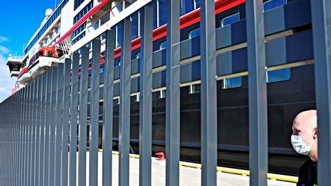 Hurtigruteskipet MS «Roald Amundsen» ved kai i Tromsø.