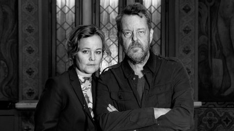 Filmskaperne Sara Johnsen og Pål Sletaune er gift. Deres første felles prosjekt var serien om 22. juli. De var opptatt av at stilen skulle bli hyperrealistisk, tids- og stedsbestemt. Ingen symboltunge rekvisitter.