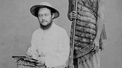 Carl Alfred Bock (til venstre) og tigerjegeren Sinen, som var med ham inn i jungelen på Sumatra.