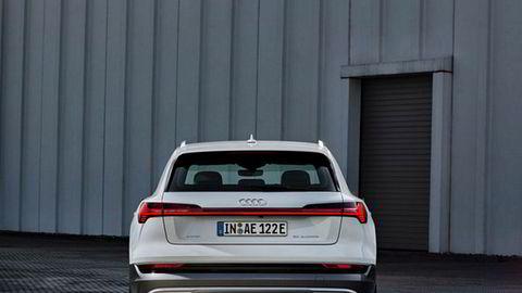 Før jul starter Audi leveringene av E-tron 50. Den har litt mindre batteri enn modellen som kom først, og en innstegspris på en halv million.