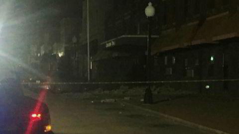 Tv-bilder fra en gate i Cushing etter jordskjelvet søndag.