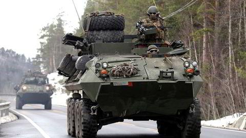 To LAV-25 fra det amerikanske marinekorpset, US Marines Corps, under Nato-øvelsen Trident Juncture 2018 i Norge.