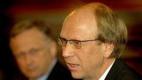 Bankforeningens kritikk av Knut N. Kjærs valg av strategi for Oljefondet i 1998 var særlig begrunnet med at store og profesjonelle forvaltere bør ha et ansvar for sine investeringer, skriver Stein Sjølie.