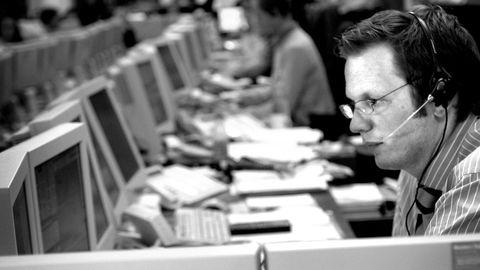 – Jeg ønsker ikke å gi meg inn på en diskusjon i pressen om mine privatforhold, og spørsmål vedrørende Toluma Norden as kan eventuelt rettes til min arbeidsgiver, skriver den tidligere aksjemegleren Georg Espe i en epost til DN. Avbildet da han jobbet som megler i Carnegie i 2005.