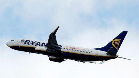 Det irske selskapet Ryanair har opplevd stor nedgang i bookede flyturer til Italia. Nå kansellerer de 25 prosent av rutene.