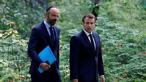 Frankrikes statsminister Édouard Philippe (t.v.), her sammen med president Emmanuel Macron, har varslet at han går av.