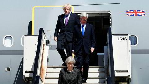 Britenes statsminister Theresa May, fulgt av forsvarsminister Michael Fallon og utenriksminister Boris Johnson på vei til et Nato-toppmøte i Brussel i mai.