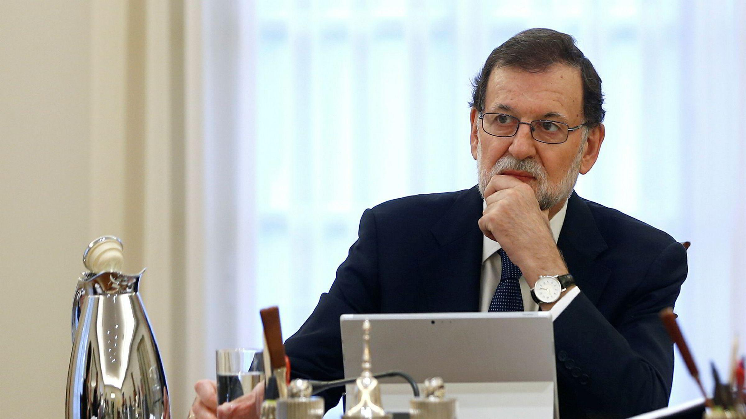 Spanias statsminister Mariano Rajoy krever klarhet fra Catalonia før Madrid eventuelt opphever regionens selvstyre.