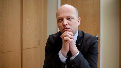 Senterparti-leder Trygve Slagsvold Vedum ber sexmeldingens avsender melde seg.