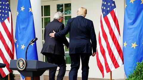 President Donald Trump (til høyre) og Europakommisjonens leder Jean-Claude Juncker etter en samtale onsdag 25. juli.