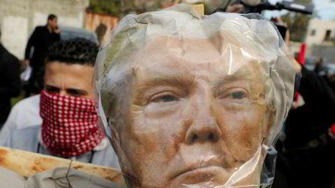 Palestinere i Gaza protesterer allerede mandag mot Donald Trumps forslag til fredsavtale for Midtøsten.