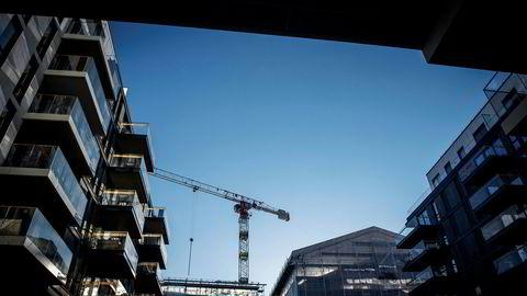 Nei, alle har ikke råd til bolig i Oslo sentrum. Ja, det er kanskje urettferdig, men det er en realitet, basert på helt ordinære forhold mellom tilbud og etterspørsel. En tredje boligsektor løser ikke dette, skriver artikkelforfatteren. Her er bygges det boliger i Dronning Eufemiasgate i Bjørvika.