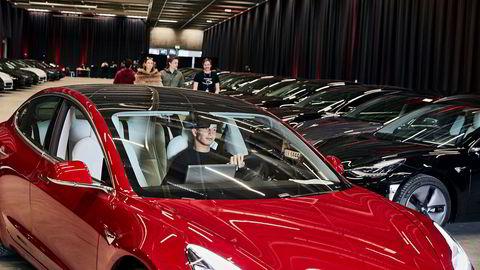 Tesla har satt norsk salgsrekord med sin Model 3. De som allerede har kjøpt bilen, kan oppleve at den på noen områder blir enda bedre enn da den var ny.