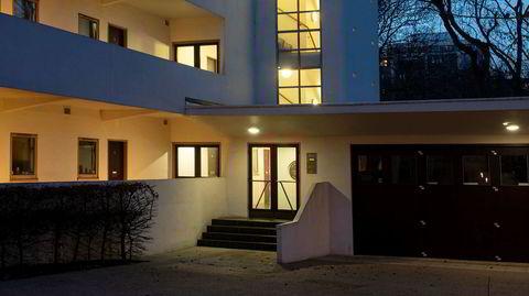 Fremtidsrettet. Isokon-bygget har elegante linjer, flatt tak med takterrasse og vertikale vindusbånd. – Arkitekten Wells Coates og byggherren Jack Pritchard reiste sammen på inspirasjonstur til Bauhaus-skolen i Dessau før de satte i gang, sier Magnus Englund.