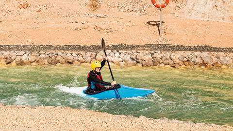 Der elven renner. Stenene er murt fast, og vannstrømmen konstant. Wadi Adventure vannpark har bygget tre kunstige elver. Her kan nybegynnere lære de enkleste knep, og proffene kan bygge seg opp før OL