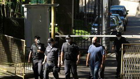 Brasiliansk politi ransaket tirsdag boligen til delstatsguvernøren i Rio de Janeiro som del av etterforskningen av underslag av penger til et feltsykehus.