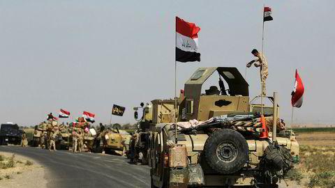 Irakiske styrker skal nå ha rykket inn i Kirkuk. På bildet står de rett utenfor byen på søndag.