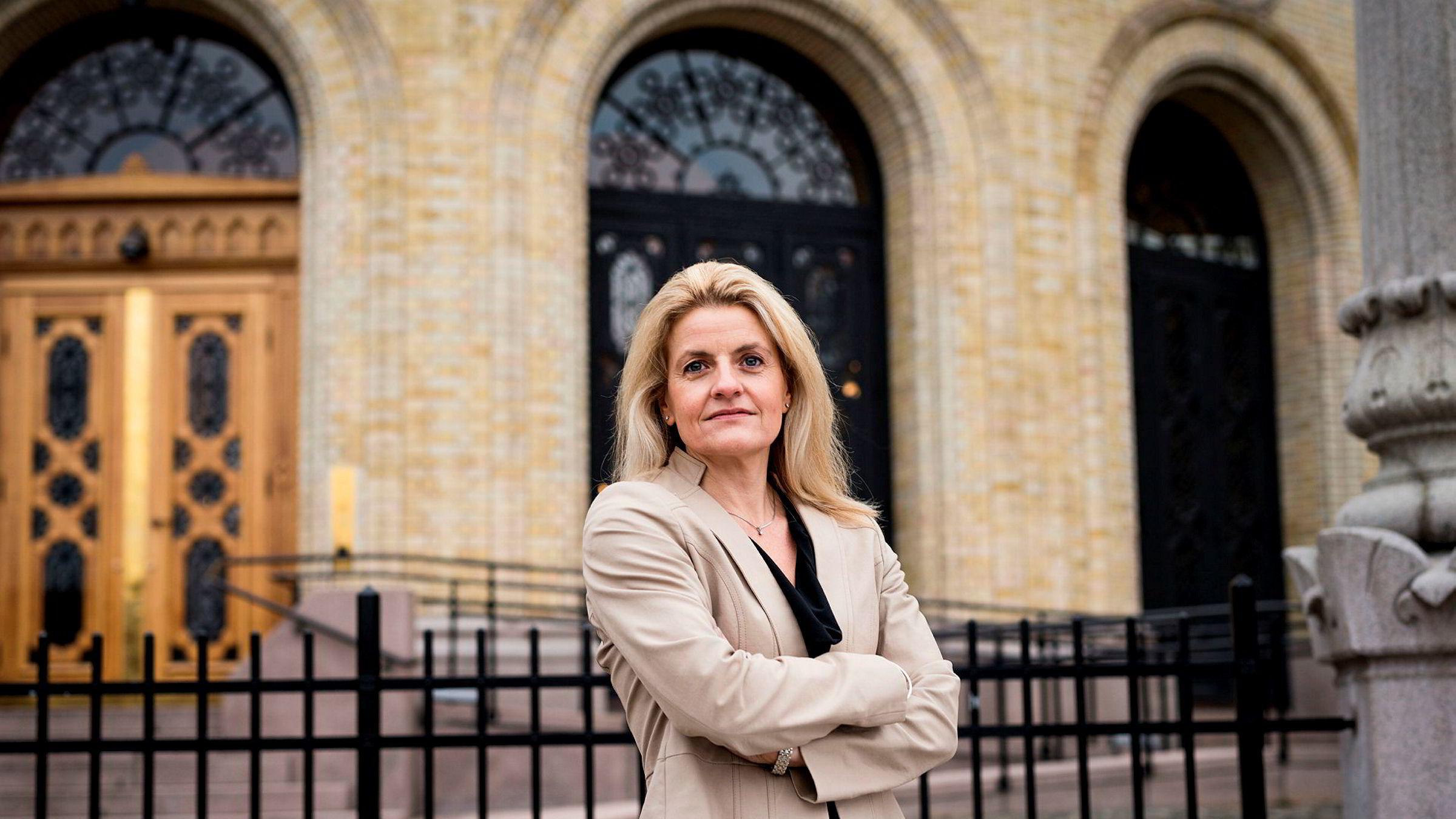 Forbrukerrådets direktør Inger Lise Blyverket mener det er på høy tid at det blir gjort noe med inkassobransjens gode inntjening.