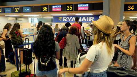 Ryanair nekter å betale kompensasjon til frustrerte passasjerer som ble rammet av streiken i selskapet.