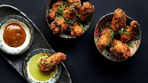 Sprøtt. Indiske snacks er som regel friterte og spicy. Kyllingvinger med chili og ingefær er intet unntak.
