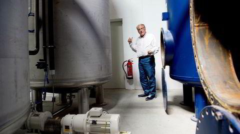 Tom tank. Bjørn Hegstad i sentrum av sitt livsverk, fabrikken i Tyskland. De mange kampene og advokatutgiftene har tappet ham for penger. Selv beskrives han som steinhard, brutal, hevngjerrig, uredd, jovial og raus