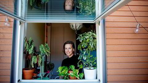 Pia Helén Smedsrud er utdannet lege, men ville også lære mer om teknologi og kunstig intelligens. Derfor tar hun en doktorgrad i informatikk. Her på hjemmekontoret i Oslo.