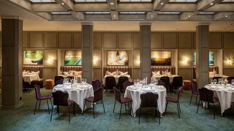 Overlys. Da Fritzner-rommet på Grand Hotel skulle renoveres, fant arbeiderne gjenmurte overlys-vinduer. Nå slipper de lys inn til kunstner Vibeke Slyngstads ti malerier, som hun har laget spesielt til dette rommet.
