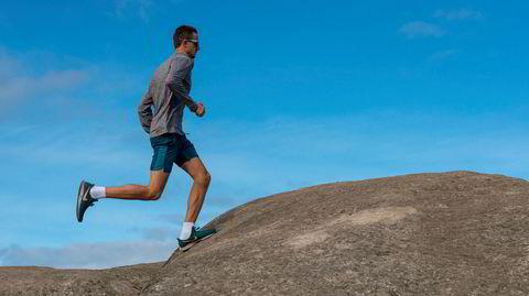En fjellgeit. Oskar Svendsen hadde verdens beste kondisjon, ble VM-mester i sykling og la opp to år senere. I dag går den tidligere syklisten på entrepenørskolen på Gløshaugen i Trondheim. Her er han på toppen av Geitfjellet i Bymarka.