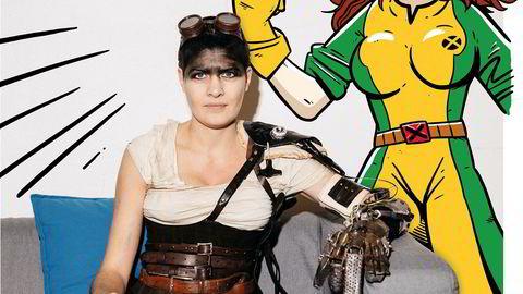 Mad Melina. Melina Edvardsen har kledd seg ut som Furiosa fra filmen «Mad Max: Fury Road», mens Rogue fra X-Men passer på.
