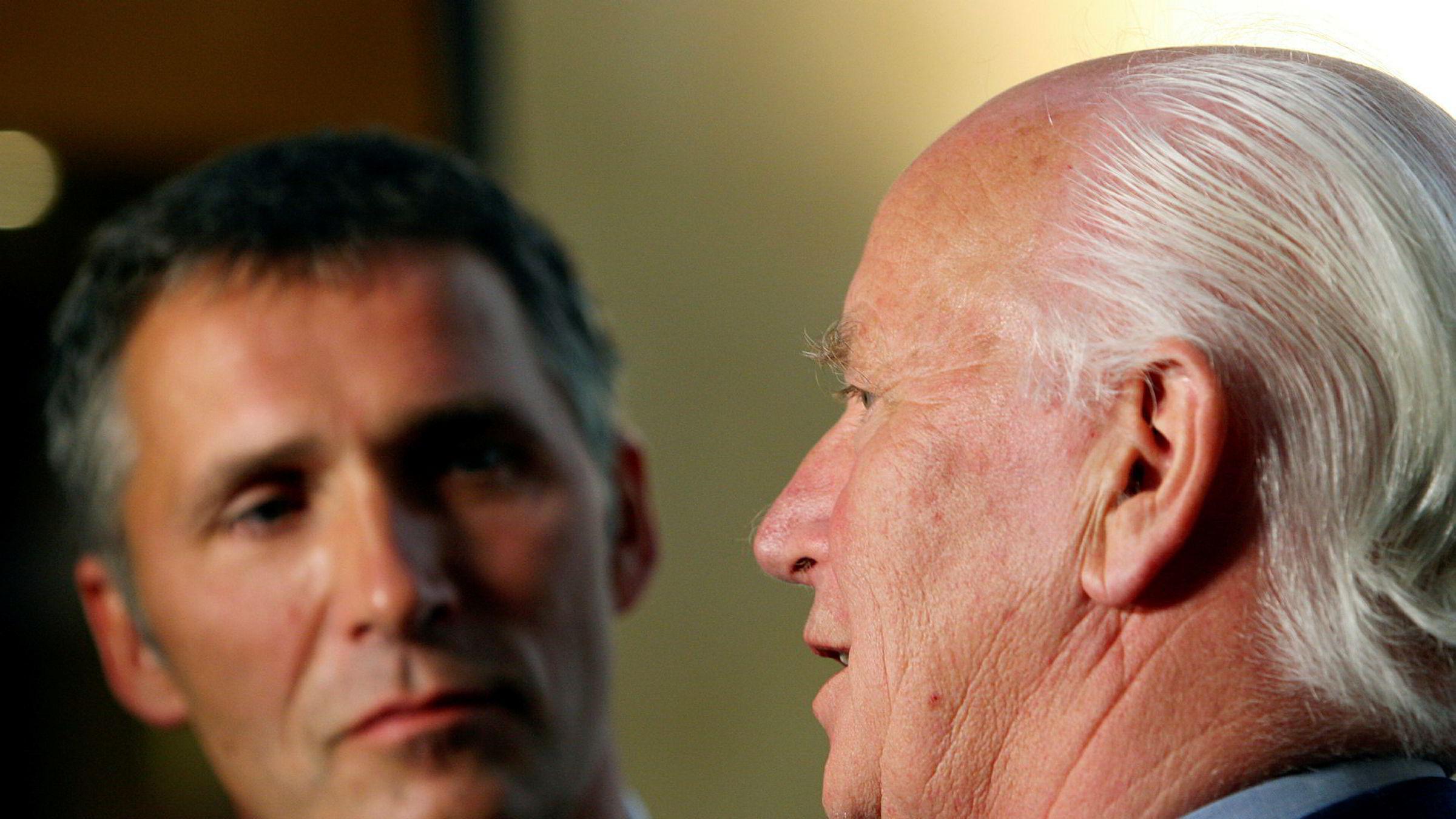 Jens Stoltenberg og faren Thorvald Stoltenberg under lanseringen av boken «Samtaler». Bildet er fra 2009.