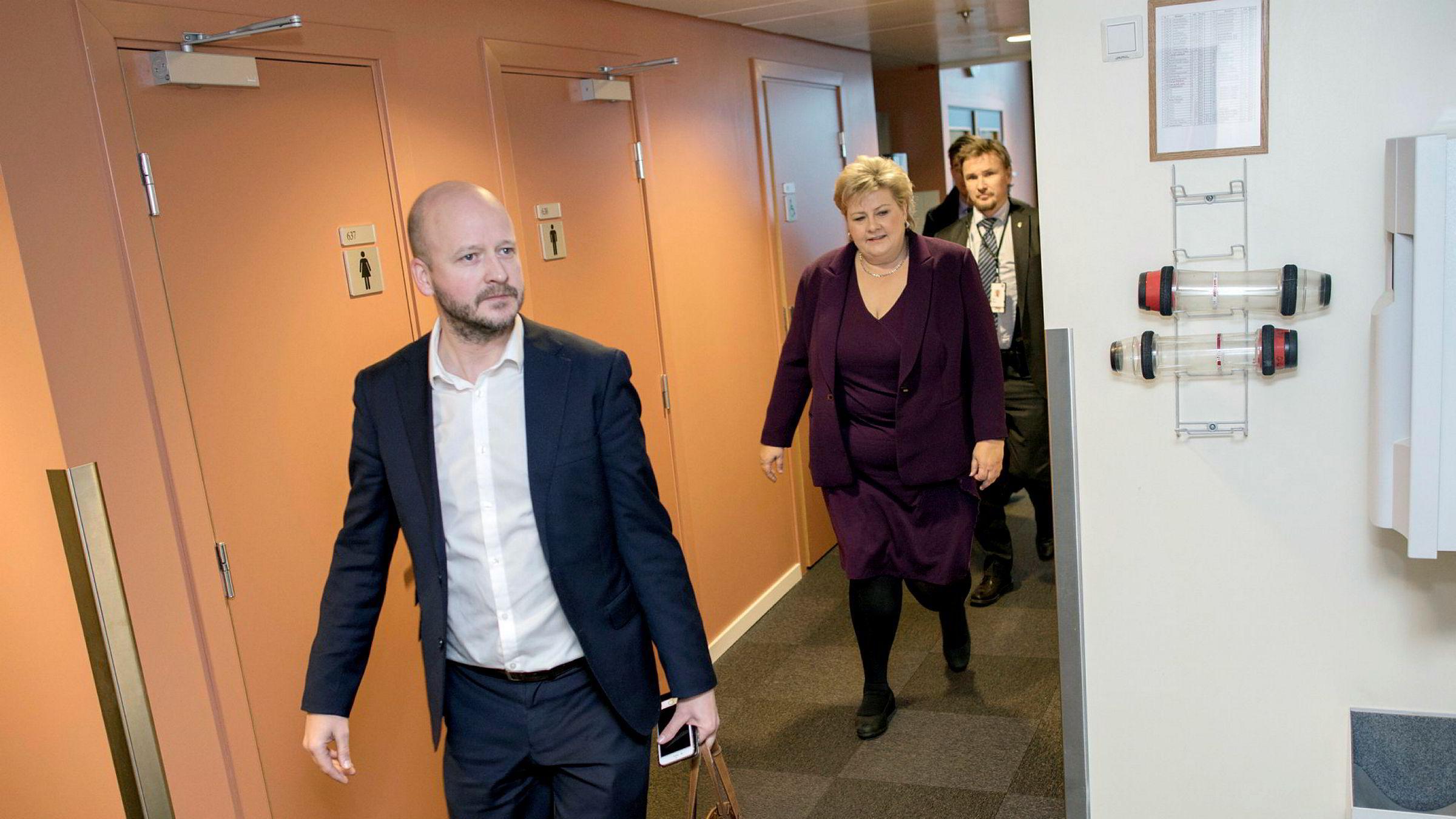Statssekretær Sigbjørn Aanes sammen med statsminister Erna Solberg da de fortsatt jobbet sammen.