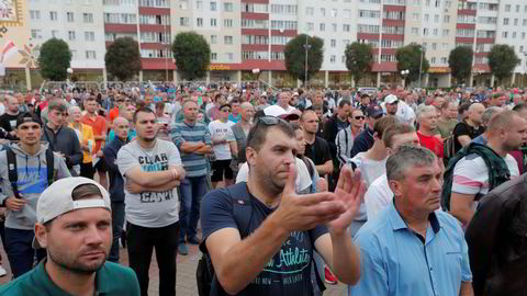 Streikende Belaruskali-ansatte under en protest mot valgresultatet i Hviterussland. Bildet er fra august i år.