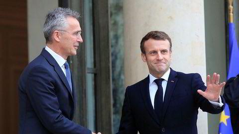 Natos generalsekretær Jens Stoltenberg besøkte torsdag Frankrikes president Emmanuel Macron ved Élyséepalasset i Paris. Foto: Michel Euler / AP / NTB scanpix