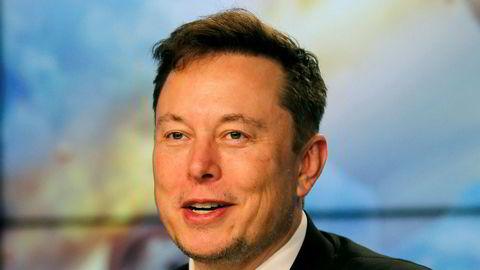 Elon Musk har rast mot Californias strenge smitteverntiltak lenge. Nå har han gjenåpnet fabrikken sin i delstaten tross det han omtaler som «fascistiske» regler.
