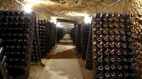 Druen chenin blanc trenger ofte kjellertid for å vise sitt sanne potensial. Her fra Domaine Huets kjeller med musserende viner.