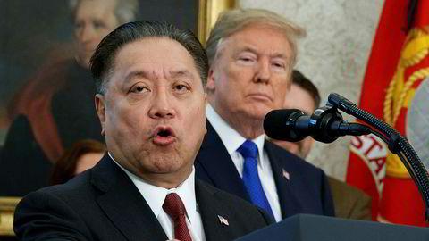I november lovet Broadcoms toppsjef Hock Tan å flytte Broadcoms hovedkontor fra Singapore til USA i et møte med president Donald Trump. Nå har Trump blokkert Broadcoms oppkjøpsforsøk av teknologiselskapet Qualcomm.
