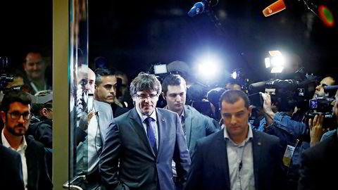 Fredag kveld ble det utstedt arrestordre på Catalonias ekspresident Carles Puigdemont.