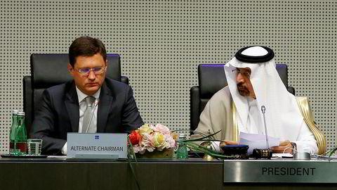 Russlands energiminister Alexander Novak and Saudi Arabias energiminister Khalid al-Falih på en pressekonferanse i Wien torsdag denne uken.