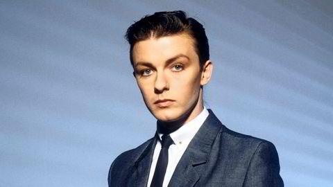 Klar for kontoret. Britisk kulturliv preges ennå av New Romantic-scenen. Komikeren Ricky Gervais aspirerte først til popstjernestatus som den ene halvdelen av bandet Seona Dancing.