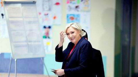 Partileder Marine Le Pen varsler at Nasjonal front skal «diskutere saken bredt» med partimedlemmer.