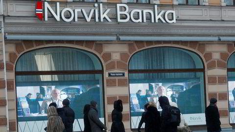 Hovedaksjonæren i Norvik Banka har sendt en klage til Verdensbanken knyttet til krav om bestikkelser fra Latvias sentralbanksjef, opplyser bankeieren selv til Assosiated Press mandag.
