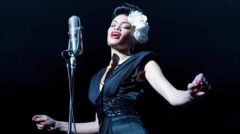 Forbuden frukt. Billie Holiday (Andra Day) pådro seg amerikanske styresmakters vrede da hun fremførte protestsangen «Strange Fruit» fra 1939.