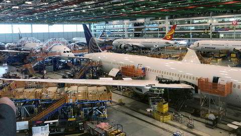 Flyprodusenten Boeing er nok en gang havnet i luftfartsmyndigheters søkelys. Nå dreier seg om Dreamliner-flyene. Her fra produksjon av Dreamlinere ved fabrikken i North Charleston i Sør-Carolina.