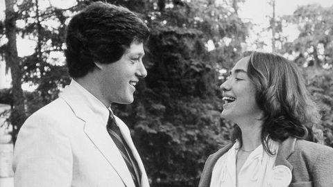 «Rodham» forestiller seg Hillary Rodhams liv hvis hun ikke hadde giftet seg med Bill Clinton. Her er paret på besøk på Wellesley College i 1979, der Hillary var student på tampen av 60-tallet. Talen hun holdt under eksamensseremonien havnet i Life Magazine.