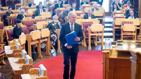 Finansminister Jan Tore Sanner (H) legger forslaget om reform av skattesystemet for kraftbransjen i skuffen. Foto: Fredrik Solstad